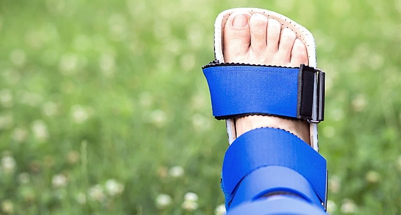 how to use a knee walker or scooter for foot surgery recovery