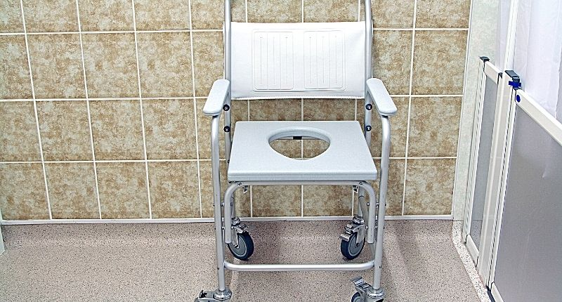 how to use a commode toilet at home